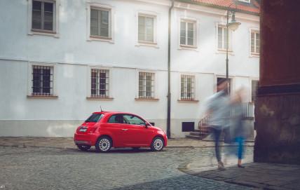 Fiat 500 spacer po Warszawie. Więcej zdjeć: http://czasami.pl/fiat-500-czyli-codziennie-ze-stylem